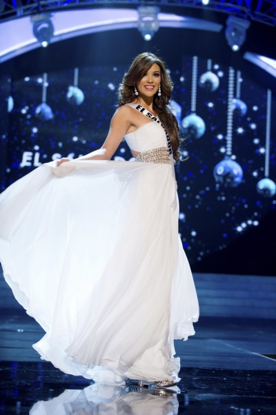 328928-miss-el-salvador-2012-clavel-competes-in-an-evening-gown-of-her-choice