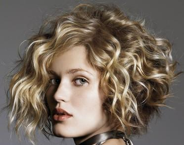cute-short-haircuts-for-wavy-hair